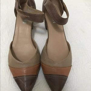 NWOB FIDJI SHOES IN FALL COLORS. SIZE 39
